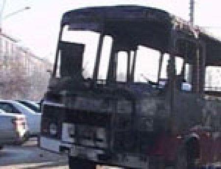 В Челябинске сгорел пассажирский автобус
