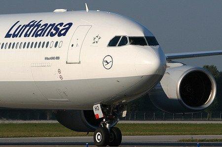 В Германии бастуют около 1000 сотрудников дочерних предприятий авиакомпании Lufthansa