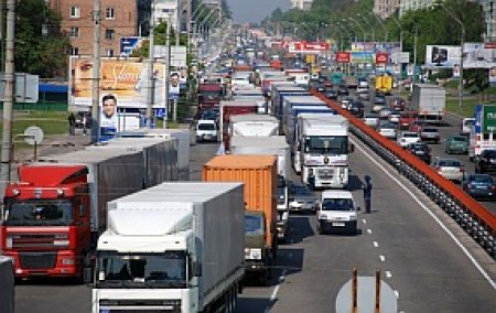 Грузовикам разрешили въезжать в Киев