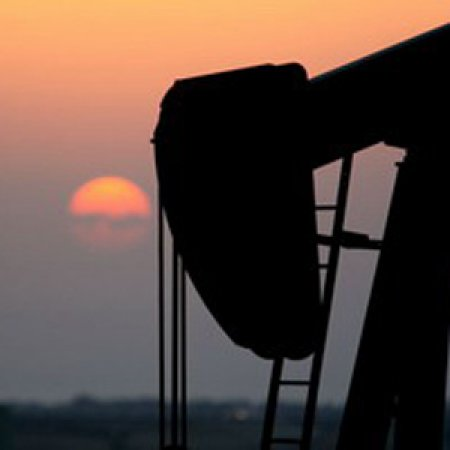 Предельная пошлина на экспорт нефти из РФ снизится до $306,5 за тонну