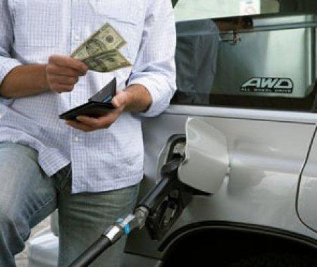 Цены на бензин в США упали до уровня 2005 г.