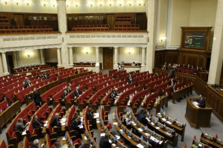Парламент обложил почти весь импорт в Украину временной пошлиной в 13%