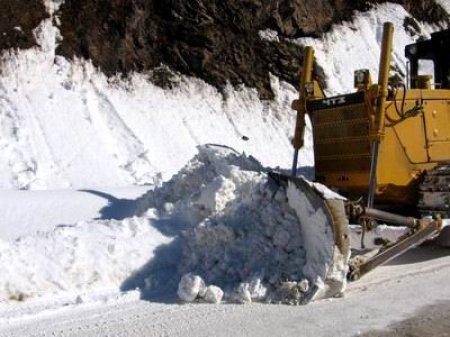 Обильные снегопады нарушили транспортное сообщение в Европе